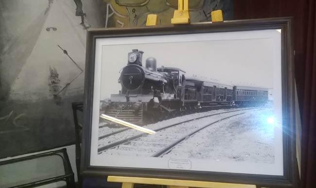 cuadro con foto de locomotor a vapor