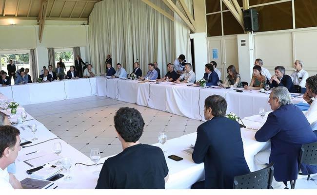 reunion de funcionarios en olivos
